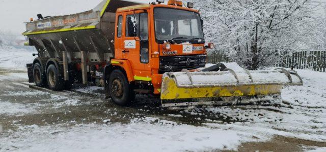 Pe drumurile din județ se circulă în condiții de iarnă, fără probleme majore!