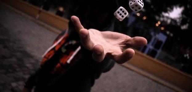 Noroc versus îndemânare – ce contează la jocurile de noroc online?