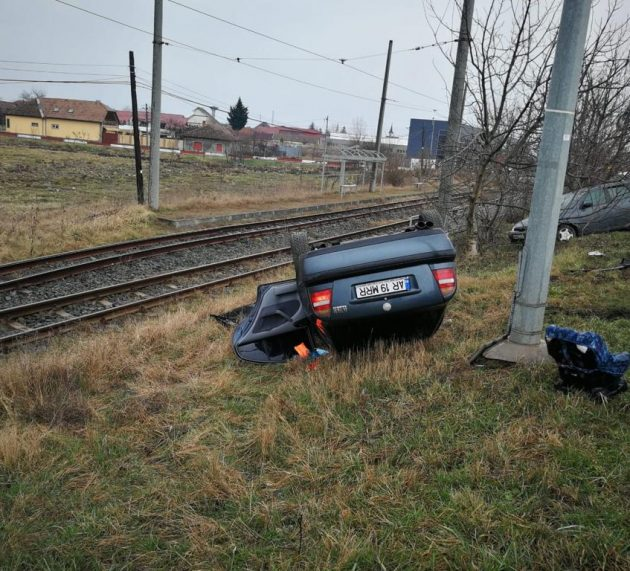 Accident spectaculos la intrarea în Arad, două tinere șoferițe implicate