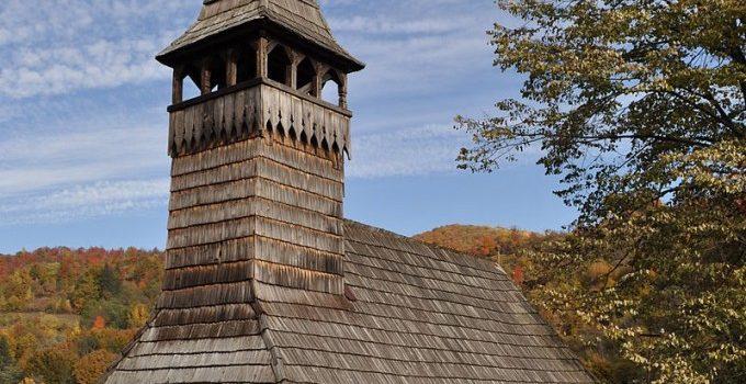 """Bisericile de lemn din județul Arad, incluse în """"Turismul de o zi"""", inițiat de Consiliul Județean"""