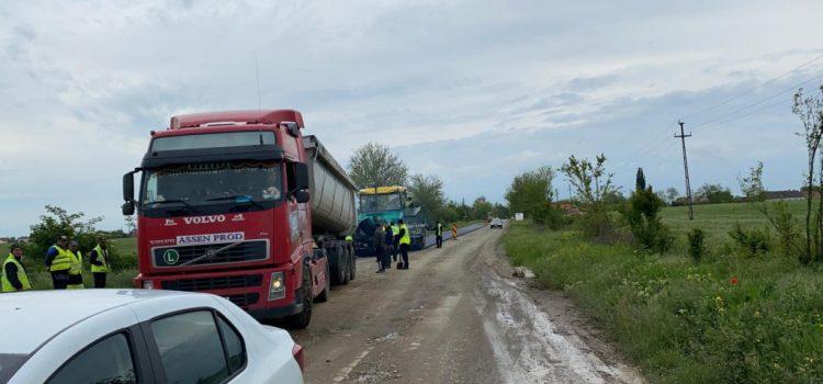Iustin Cionca: Astăzi a început asfaltarea drumului județean Curtici-Macea-Sânmartin