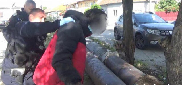 Sub pretextul că își caută de muncă, un tânăr din Arad a sustras mai multe bunuri din societatea comercială
