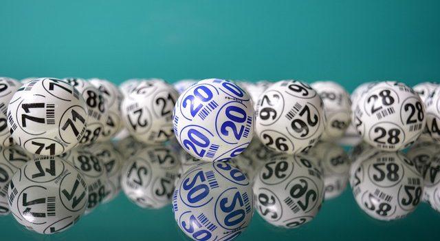 """""""Câștigătoarea"""" loteriei jackpot spune că a distrus biletul de 26 de milioane de dolari în mașina de rufe"""