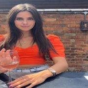 Alicia Breurer, o TikTokerita in varsta de 17 ani castiga 10.000 de lire pe zi si nu vede un interes in a merge la universitate