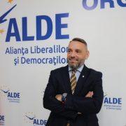 Tiberiu Dekany: Liderii PNL se bat pentru putere în partid în timp ce inundațiile îi afectează pe români