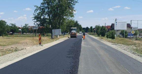 La solicitarea Consiliului Județean Arad, se reface asfaltul la intrarea în localitatea Horia