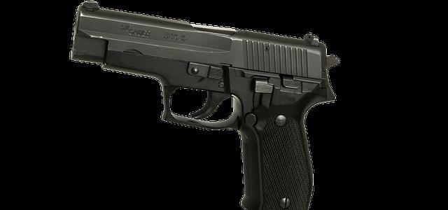 Deținea acasă un pistol fără autorizație