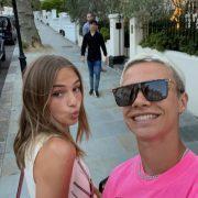Romeo Beckham și iubita sa Mia Regan, senzația blondă din tribunele de la Wimbledon