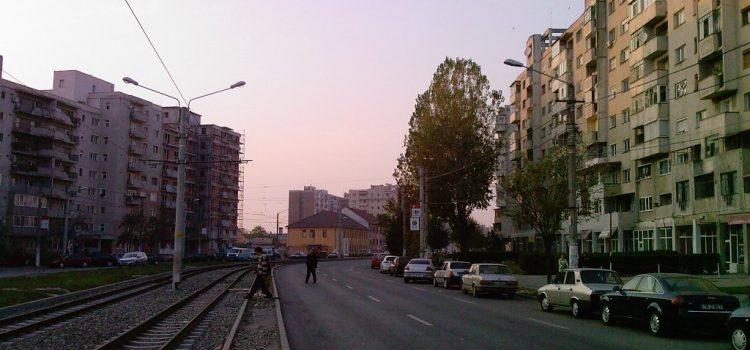 Programul de spălare a străzilor, cu detergenți, din municipiu continuă cu Calea Aurel Vlaicu
