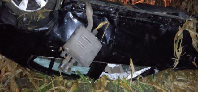 O mașină a fost descoperită răsturnată într-un lan de porumb, la Grăniceri