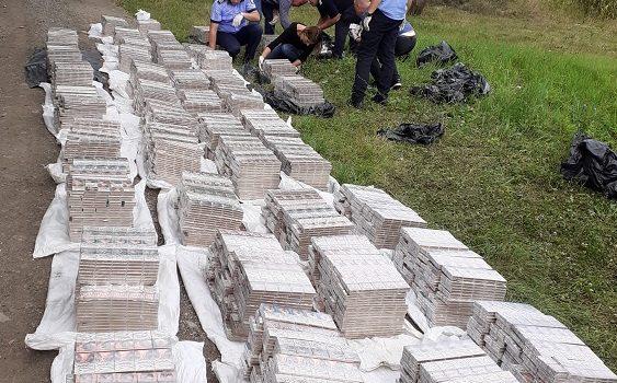Sute de mii de țigări de contrabandă descoperite la Hălmagiu