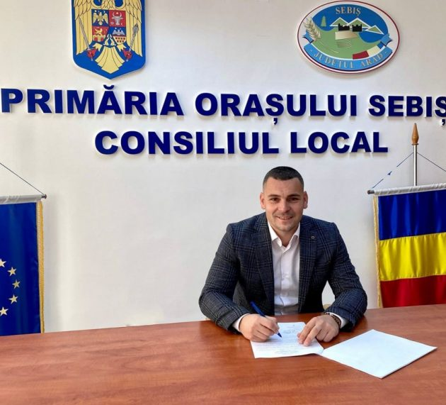 Primarul din Sebiș a semnat un nou contract pe fonduri europene de peste 15 milioane de lei
